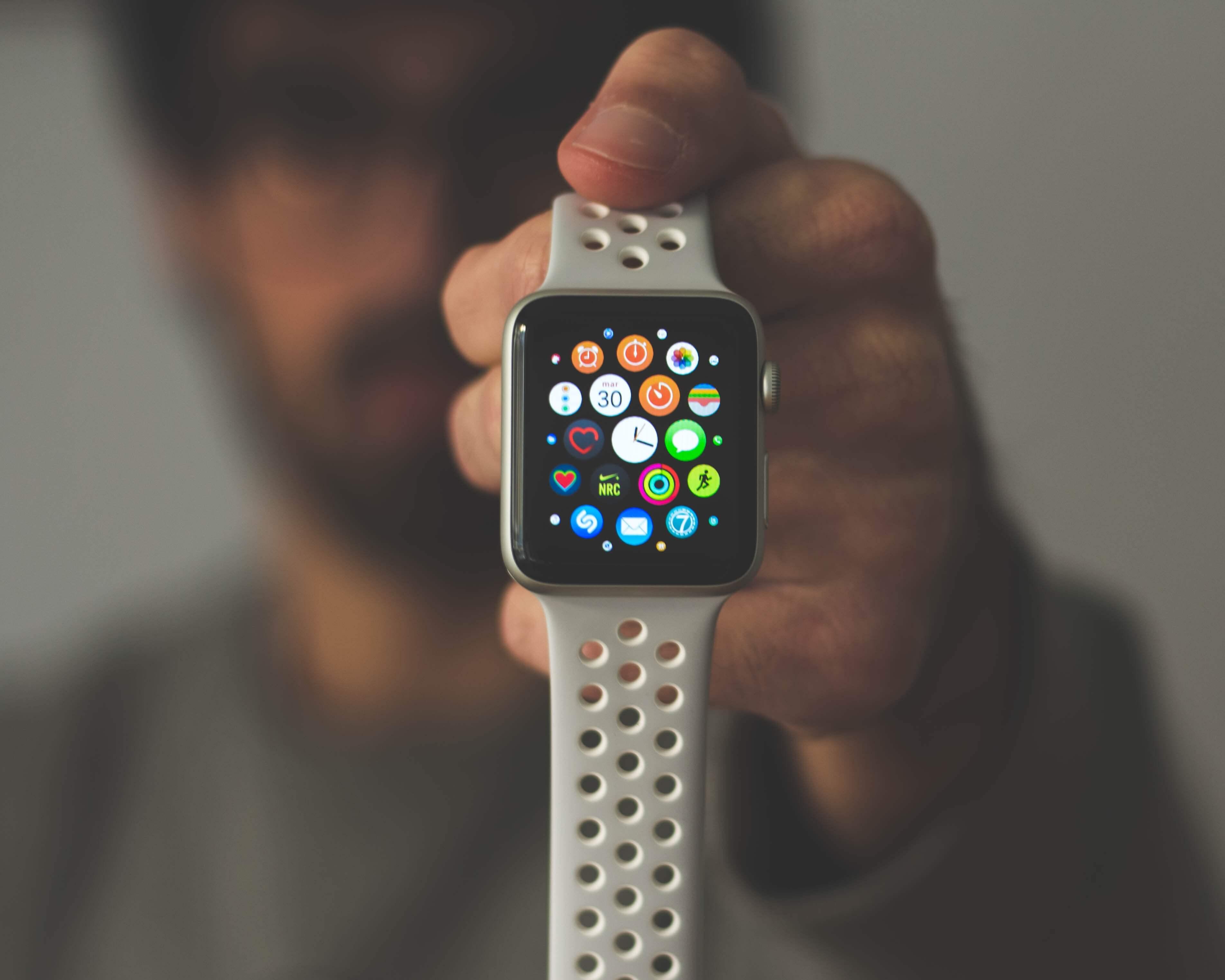 Apple Watch 4 レビュー : バッテリー持ちも問題なし!更にS3に比べて大画面化!